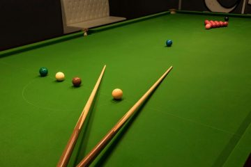 Break Cue Vs Playing Cue – What Makes The Difference?